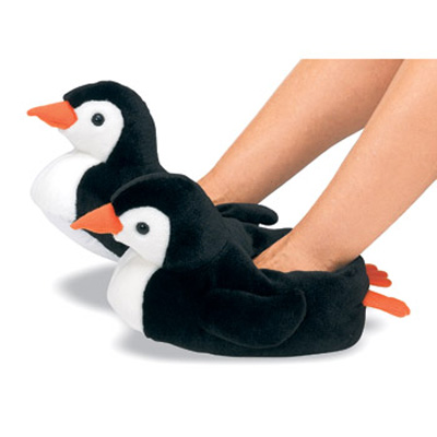 Funny Slippers Penguin. Penguin slippers for adults and kids give you warm feet during the cold period. Tested for harmful substances. Sustainable processing. In a revocation, we accept the return costs. funslippers® slippers are produced by ourselves, you buy directly from the manufacturer.
