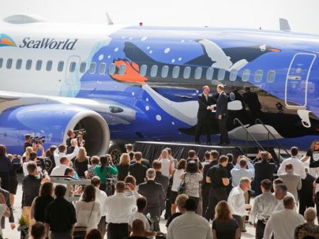 1371753002000-AP-Southwest-Airlines-debuts-Penguin-One-in-celebration-of-25-y-001-1306201431_4_3_rx404_c534x401