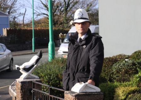 Constable David Trevethan alongside the pillar the penguin has been stolen from